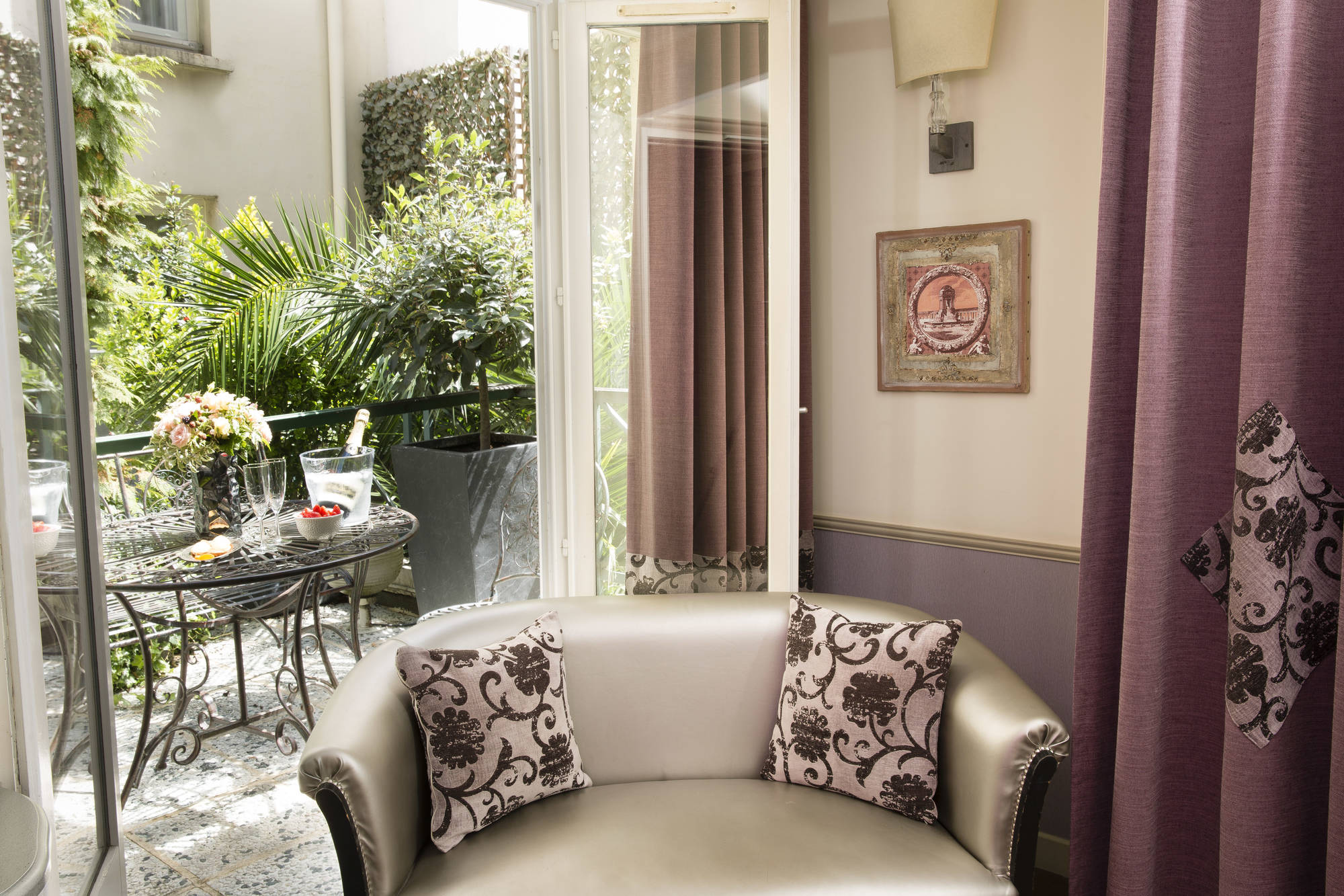 429/Photos/Chambres/Terrasse-deluxe/monceau-wagram-chambre-terrasse-deluxe-12.jpg